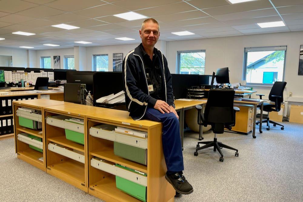 """""""De er ret nemme at have med at gøre i forhold til vores loft, så vi monterede dem selv,"""" fortæller Jens H. Nielsen, vedligeholdelseschef i CCL Label."""
