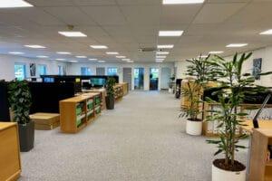 Efter: Nu lever kontoret op til kravene om 500 lux på skrivebordet.