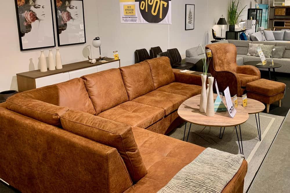 My home udstilling af sofa efter ny led butiksbelysning