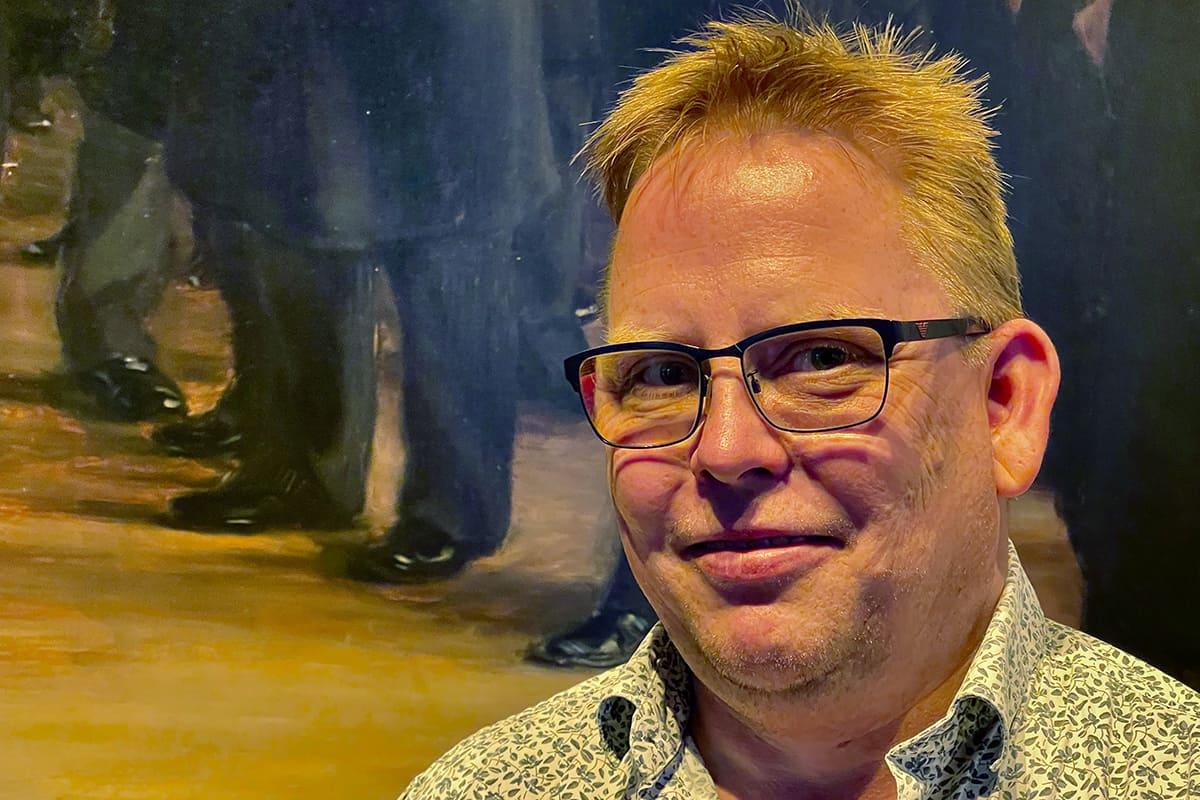 Tony Andreasen fik gode råd med på vejen fra museumsfolkene på Skagens Museum, hvor børsbilledet var udlånt til en særudstilling af P.S. Krøyers største værker. Væggen bag billedet blev herefter malet i en dyb havblå farve, og så skulle der meget bedre lys på værket.